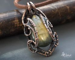 Green labradorite wire wrapped pendant by Artarina