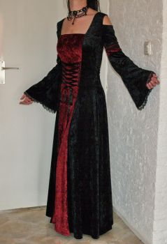 Gothic dress, crushed velvet by livia-drusilla