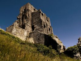 Corfe Castle by dramaticpeanut