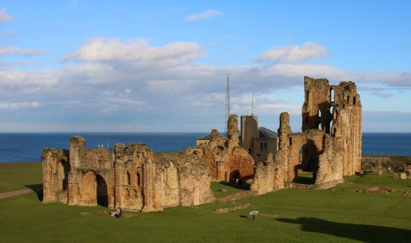 Tynemouth Castle and Priory by tinuvielluthien