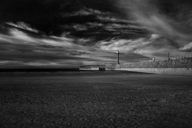 Whitby lighthouse IR #2 by richsabre