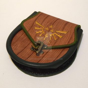Leather Zelda Sporran bag pouch with clasp wood by RaptorArts