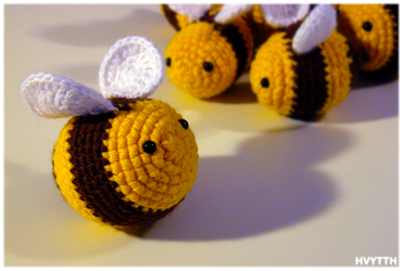 crochet bees by heavyteeth