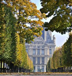 Louvre en Automne by Anantaphoto