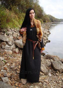 Early medieval woolen dress with silk hems by SlavMedievalShop