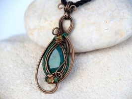 Emerald gemstone pendant by IanirasArtifacts