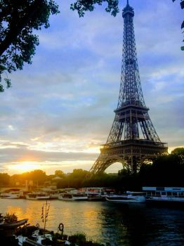 Eiffel Tower, early morning.  by Monomakh