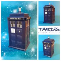 TARDIS papercraft by Lyrin-83