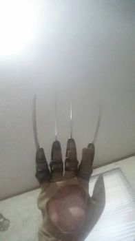 Bladed Glove by SCP-096-2