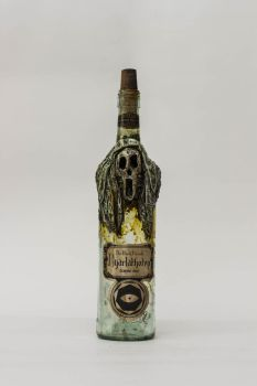 Creepy Nyrlatothep Bottle by FraterOrion