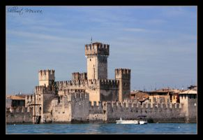 Sirmione castle by ShlomitMessica