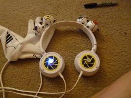 GlaDos Headphones by Adnarimification