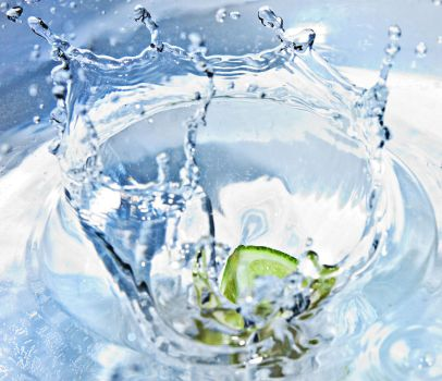 Lime in water by TomeX86