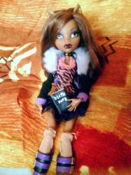Clawdeen with death note by clawdeenw