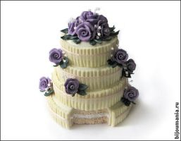 Wedding cake with purple roses by allim-lip