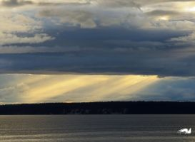Rays Of the Sun Over The Ocean by wolfwings1