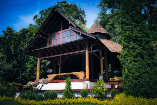 Pyin Oo Lwin - Kandawgyi Rest Camp by nyiminsan