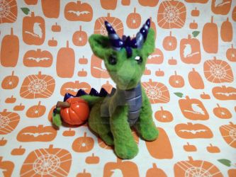 Green Flocking Halloween Dragon! by xlightangelwolfx