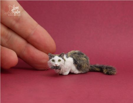 Miniature Cat w/ mouse sculpture by Pajutee