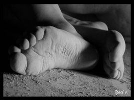 Bare foot by yaelse