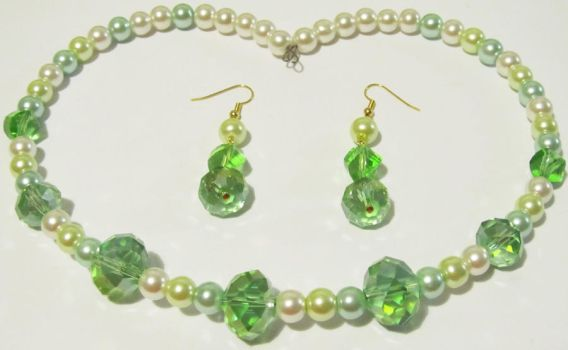 green crystals and pearls jewelry set by AnaInTheStars