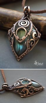 Copper wire wrapped pendant with blue labradorite by Artarina