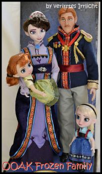 repainted ooak royal frozen family. by verirrtesIrrlicht