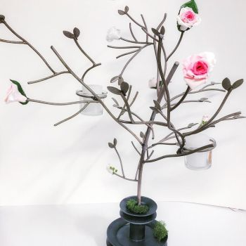 Metal tree with clay roses by PizzaAddiction