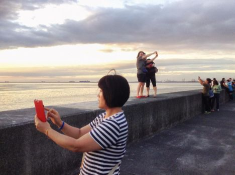 The Decisive Selfie by philippaopao