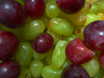 Two-coloured grapes. by gissellehelena