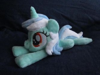 Lyra Mini Plushie by haselwoelfchen