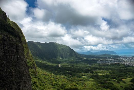 Pali Lookout by cmickle