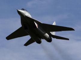 Mig-29UB Flyby by shelbs2