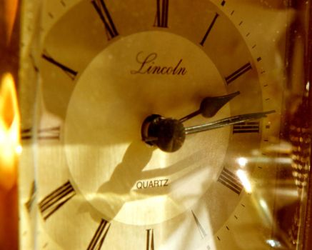 GOLD CARRIADGE CLOCK by OneMinutes