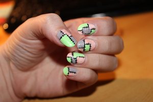 Nailart with patches by Hrasulee
