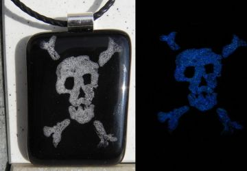 Cute Skull - Glows in the dark by peripheral-visions