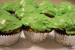 mint chocolate chip cupcakes part 2 by jeanbeanxoxo