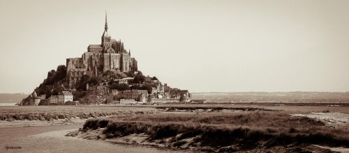 Le Mont II by Rayon2lune