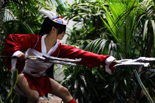 Bloodmoon Akali Cosplay _v1 by ithecello