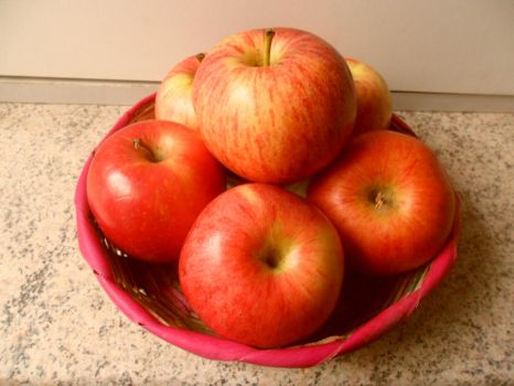 apples... by caramelocre