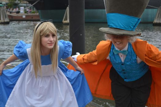 YESSSS YOUR MAJESTY :alice and hatter cosplay by Iris-Iridescence