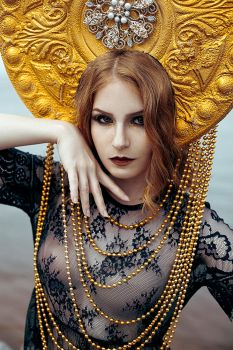 Gold Queen by LinaliaVII
