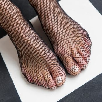 Charn's Feet in Fishnets by MTL3