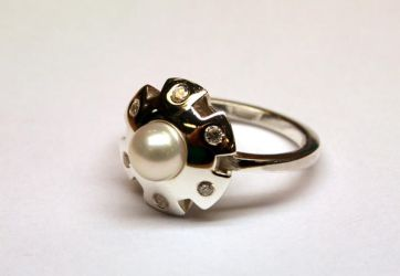 UFO ring in silver with pearl by LARvonCL