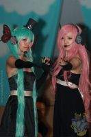 Miku Hastune and Luka Megurine (Magnet Version) by reenimochi