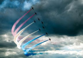 Red Arrows at Farnborough 08 B by bitterness-the-star