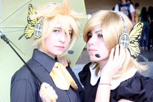 Kagamine Twins by naoflavor