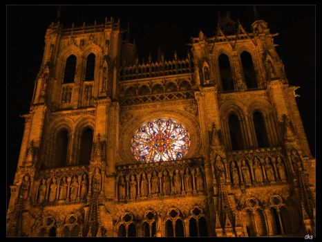 Amiens' cathedral by night by dk-s