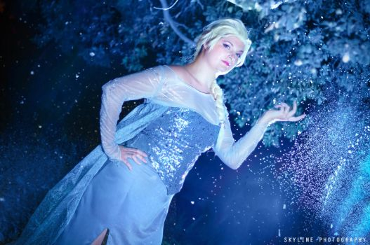 Elsa - The cold never bothered me anyway by IrethMinllatur