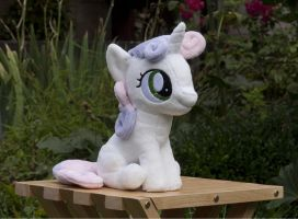 Sweetie Belle (Sitting) Plushie by navkaze